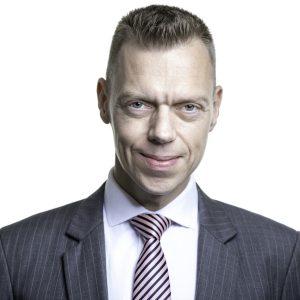 frederik-bisbjerg_headshot-grey-suit